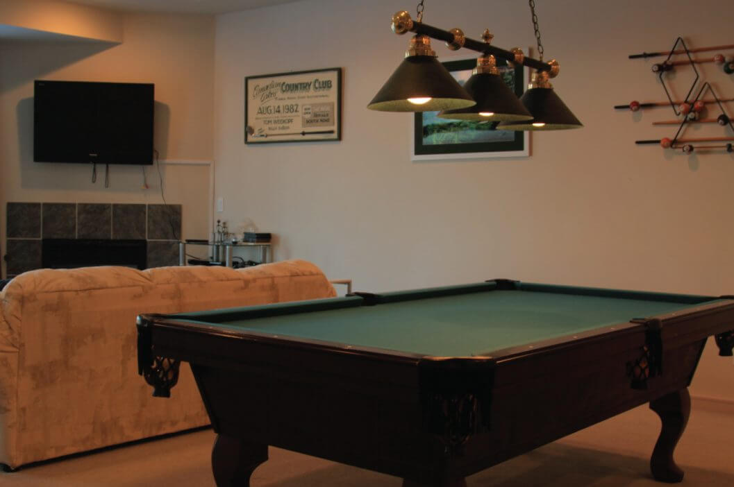Cedar River Slopeside Condominium Pool Table