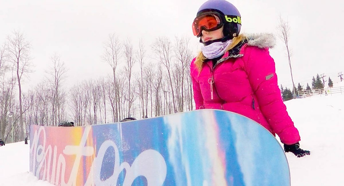 girl snowboarder sitting