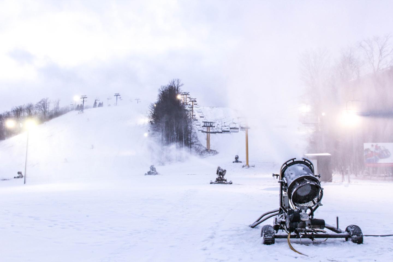 Snowmaking at Schuss Mountain