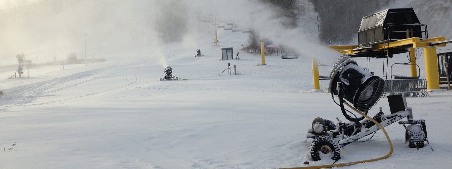 Snowmaking at Schuss Mountain