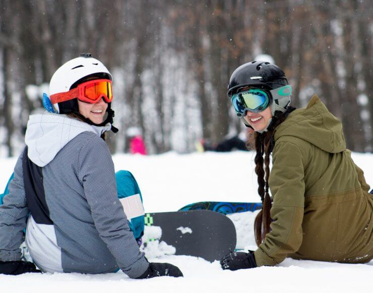 Snowboard couple sitting