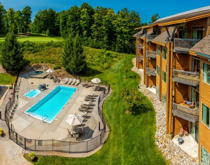 The Lodge at Cedar River Overlooking The Pool